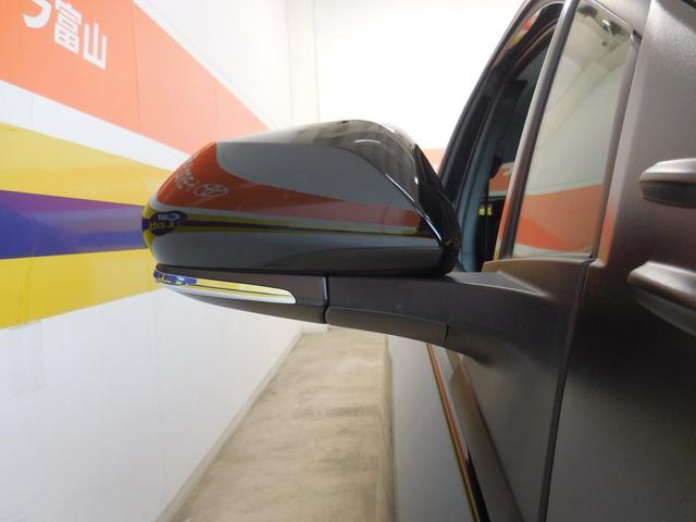 電動格納ドアミラー。スイッチひとつで格納します。狭い場所での駐車時に大変役立ちますね♪