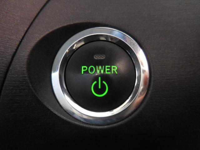 キーを携帯していれば、ブレーキを踏みながらボタンを押すだけで、エンジン始動が手軽にスマートにできます♪