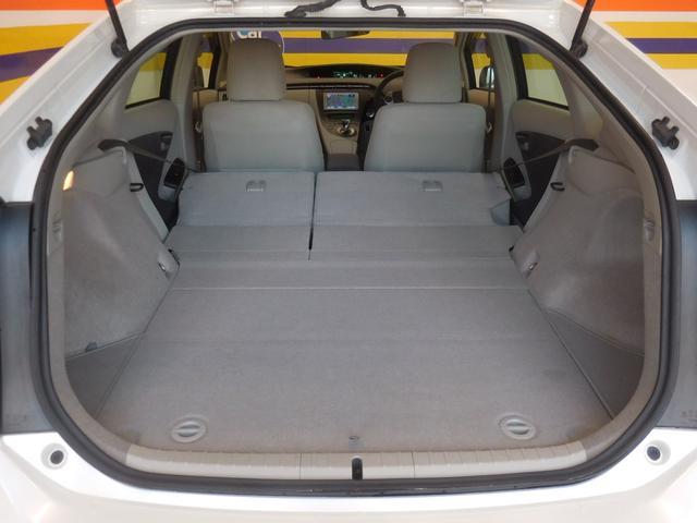 写真のように後部座席を倒せば、普段なかなか載せることのないような大きな荷物もしっかり積むことができそうですね♪使い勝手がよい作りになっています!