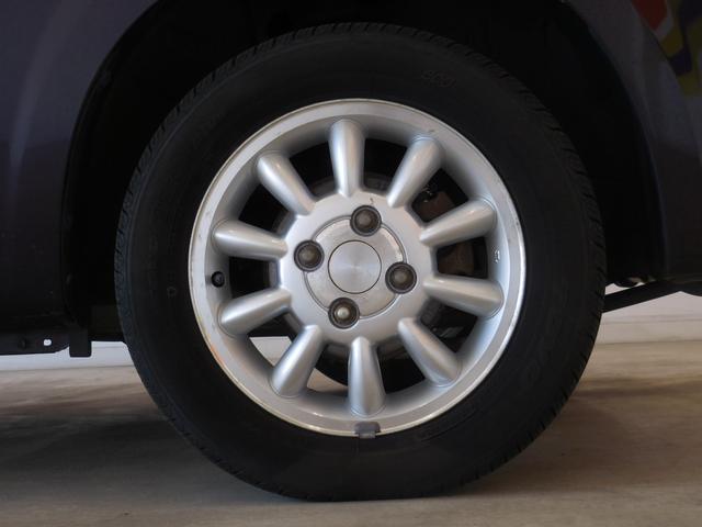 アルミホイールが車を魅力的に輝かせます お洒落は足元から♪ホイルキャップが装備されています!!