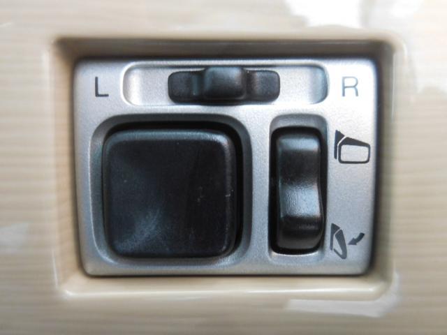 ボタンでサイドミラーが格納、調整でき便利です☆