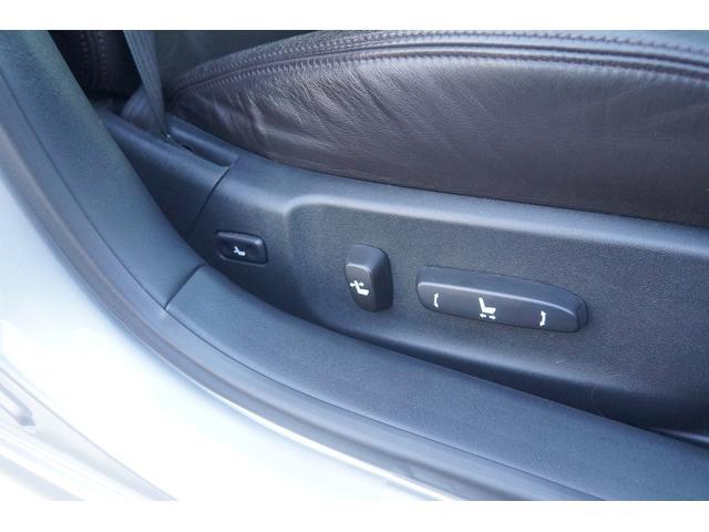 スイッチ一つでシート調整可能な電動パワーシートです。