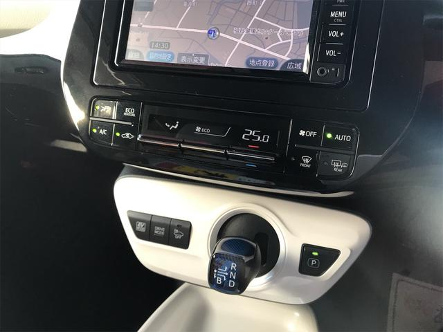 「トヨタ」「プリウス」「セダン」「福井県」の中古車16