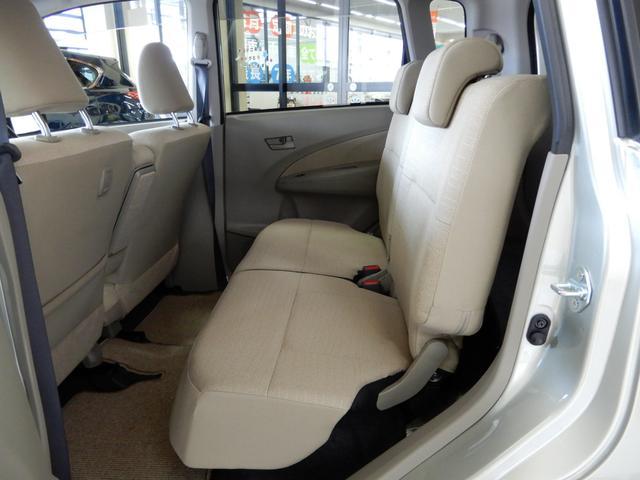 軽自動車なので、荷室スペースは必要最低限。その分、後部座席の足元の広さを十分に確保しているから、大人が4人乗ってもリラックス出来ます♪ひとりひとりの毎日の暮らしも快適にしてくれる。