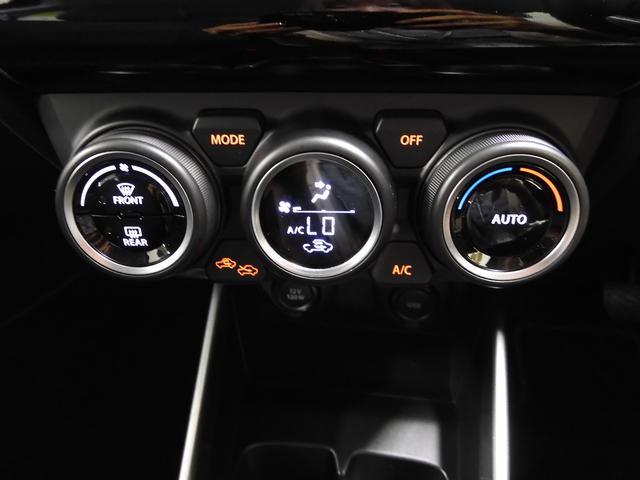 運転中の目や肌に、やさしい風を。前席中央のエアコン吹き出し口は、風を拡散できる風量調整機能付き。ドライバーの顔や体に直接風があたるのを防ぎ、不快感や目の乾きを抑えます。