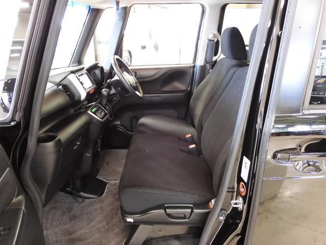 お子様との距離が縮まるリアシート!後席を前にスライドすれば前席に座ったままでも後席に座るお子様とのやりとりが簡単に。便利さをまたひとつ広げました♪お子様を抱きかかえての乗り降りなどもラクにできます☆