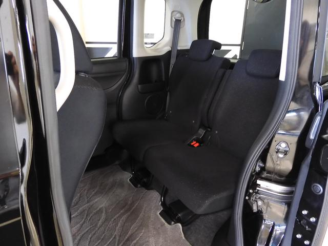 大柄な方でも、足を組んでゆったりと♪実に2.0Lミニバン並みの前後のシート間隔を実現!ゆとりのスペースは頭上にも。お子様のお着替えがのびのびできるのはもちろん、背の高い荷物もラクに積み込めます♪