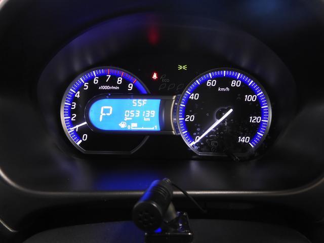 エコドライブインジケーター&燃費表示機能☆燃費のよいアクセルペダル操作を判定して木の葉が増減。数が多いほど良好です。さらに走行中の燃費やアイドリングストップ時間などを車両情報ディスプレイに表示♪