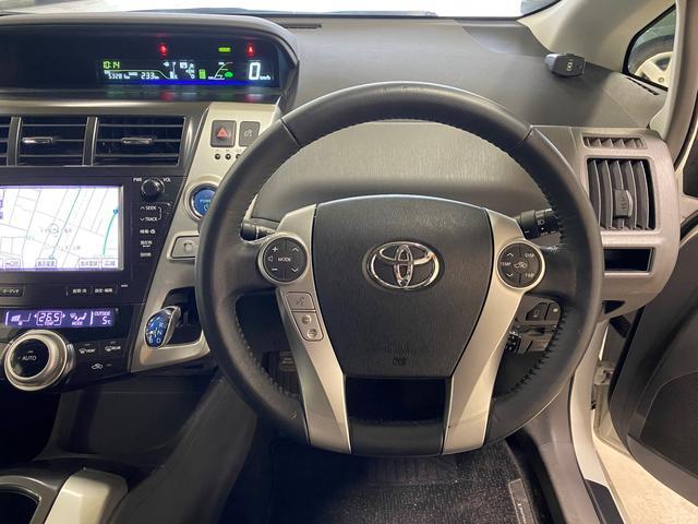 タッチトレーサーディスプレイ☆いま、どのステアリングスイッチを操作しているのかをメーター内に自動表示。手元のスイッチを見る必要がなく、運転中の視線移動を抑えることができます。