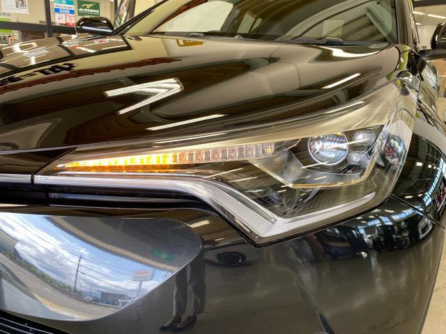 S LEDエディション トヨタセーフティーセンス LEDヘッドライト&LEDデイタイムランプ TRDエアロスポイラー シーケンシャルウィンカー 純正17インチアルミ 社外SDナビ&フルセグTV 電動パーキングブレーキ(6枚目)