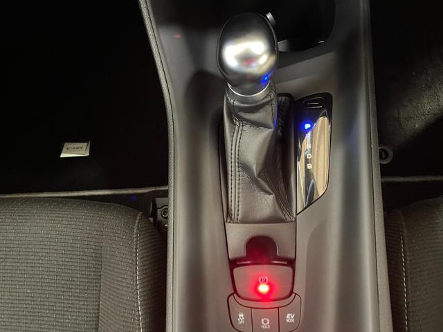 S LEDエディション トヨタセーフティーセンス LEDヘッドライト&LEDデイタイムランプ TRDエアロスポイラー シーケンシャルウィンカー 純正17インチアルミ 社外SDナビ&フルセグTV 電動パーキングブレーキ(12枚目)