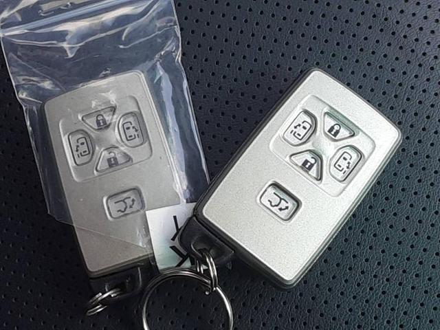 350S Cパッケージ 純正 8インチ HDDナビ/フリップダウンモニター 純正 10.2インチ/サンルーフ/両側電動スライドドア/シート フルレザー/電動バックドア/ヘッドランプ HID/ETC/EBD付ABS 革シート(13枚目)