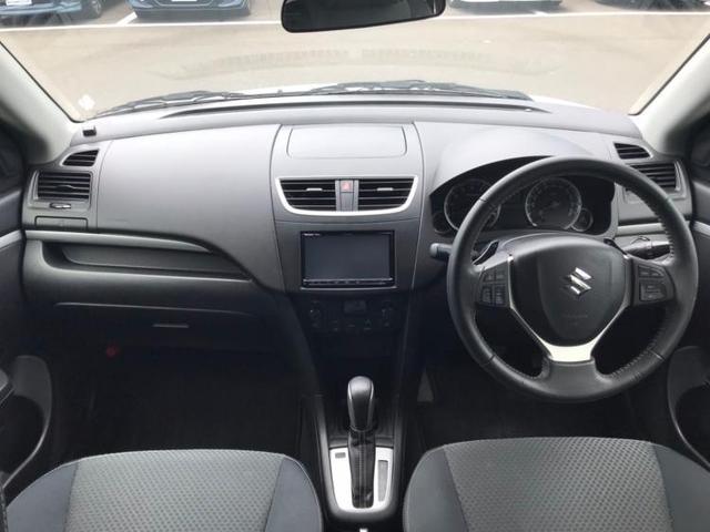 RS 社外 7インチ メモリーナビ/ヘッドランプ HID/ETC/EBD付ABS/クルーズコントロール/バックモニター/フルセグTV/DVD/エアバッグ 運転席/エアバッグ 助手席/衝突安全ボディ(4枚目)
