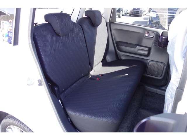 リアシートも座面が厚くて乗り心地は非常に良いです。