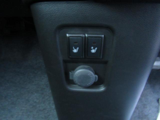 シートヒータースイッチはセンターインパネ下です
