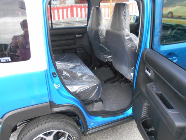 ハイブリッドX LEDヘッドライト シートヒーター 全方位モニター付き プッシュスタート 届出済未使用車(9枚目)