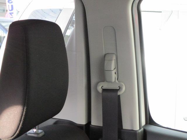 シートベルトの高さ調整ができるショルダーアジャスター搭載!