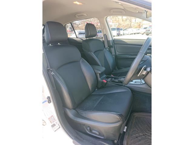 運転席のシートはホールド性に優れ疲れませんよ!