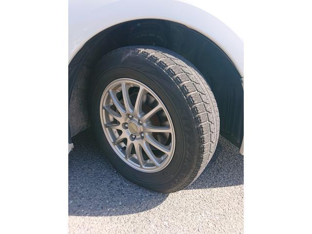 アルミホイールを履いています。タイヤの山も是非確認ください。