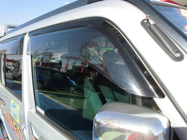 ターボ MOMOステアリングETC社外14インチアルミホイール社外フルエアロCDフル装備ETCサイドバイザー電動格納ミラーWエアバッグ(17枚目)