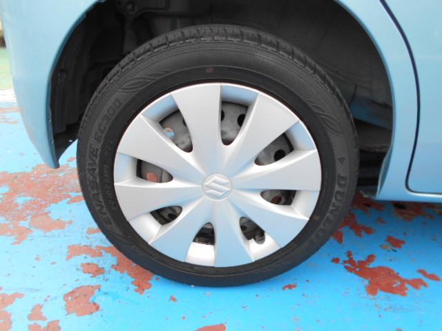 ピッカピカでオシャレは足元からですね!!タイヤ溝もしっかり残ってますよ!!