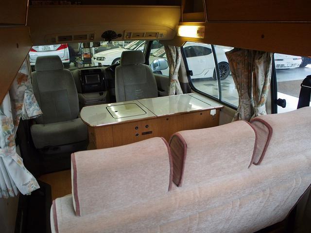 RVランド製 バンコン 4WD シンク 冷蔵庫 2段ベッド(3枚目)