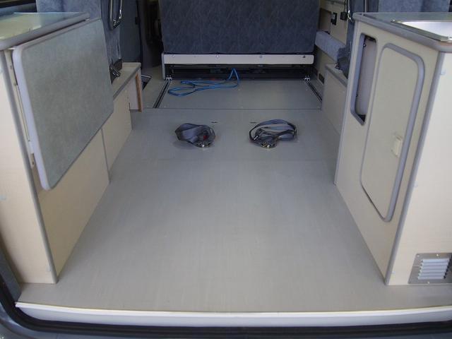 東和モータース製フェネック FFヒーター DC冷蔵庫 4WD(12枚目)