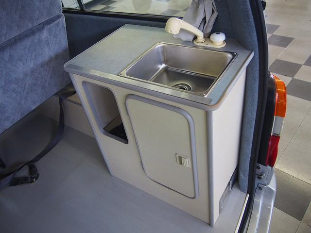 東和モータース製フェネック FFヒーター DC冷蔵庫 4WD(13枚目)