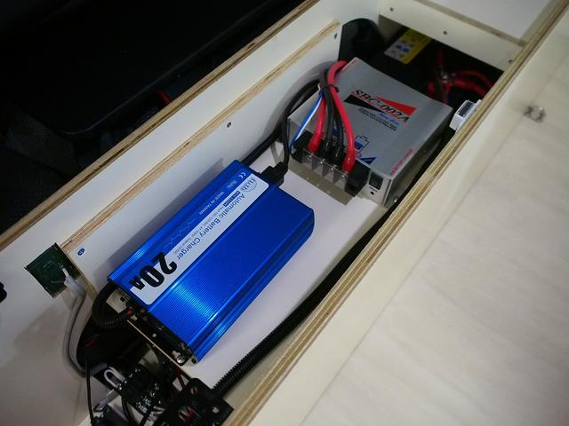 外部充電 ツインサブバッテリー