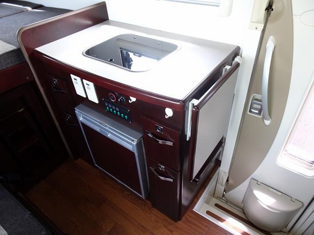 ベースグレード ナッツRV クレソンX 4WD FFヒーター マックスファン 給排水ポリタンク各20L 冷蔵庫 ツインサブバッテリー 外部充電 走行充電 FFヒーター リアクーラー Bカメラ ワンオーナー ETC(41枚目)