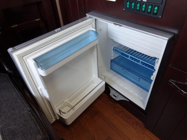 ベースグレード ナッツRV クレソンX 4WD FFヒーター マックスファン 給排水ポリタンク各20L 冷蔵庫 ツインサブバッテリー 外部充電 走行充電 FFヒーター リアクーラー Bカメラ ワンオーナー ETC(44枚目)