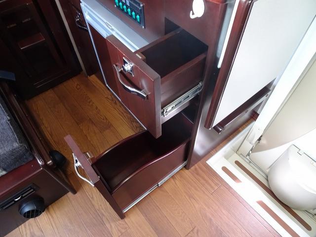ベースグレード ナッツRV クレソンX 4WD FFヒーター マックスファン 給排水ポリタンク各20L 冷蔵庫 ツインサブバッテリー 外部充電 走行充電 FFヒーター リアクーラー Bカメラ ワンオーナー ETC(45枚目)