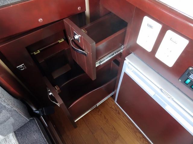 ベースグレード ナッツRV クレソンX 4WD FFヒーター マックスファン 給排水ポリタンク各20L 冷蔵庫 ツインサブバッテリー 外部充電 走行充電 FFヒーター リアクーラー Bカメラ ワンオーナー ETC(46枚目)