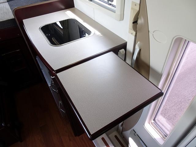 ベースグレード ナッツRV クレソンX 4WD FFヒーター マックスファン 給排水ポリタンク各20L 冷蔵庫 ツインサブバッテリー 外部充電 走行充電 FFヒーター リアクーラー Bカメラ ワンオーナー ETC(49枚目)