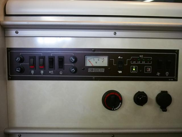 ポップアップルーフ 4WD FFヒーター 冷蔵庫 走行充電(13枚目)