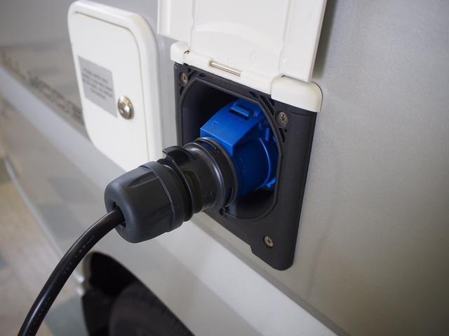 ポップアップルーフ 4WD FFヒーター 冷蔵庫 走行充電(16枚目)