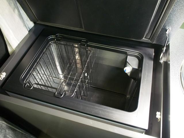 東和モータース ツェルト 4WD 冷蔵庫 サブバッテリー(10枚目)