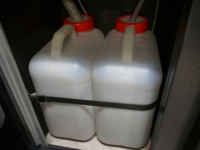東和モータース ツェルト 4WD 冷蔵庫 サブバッテリー(12枚目)