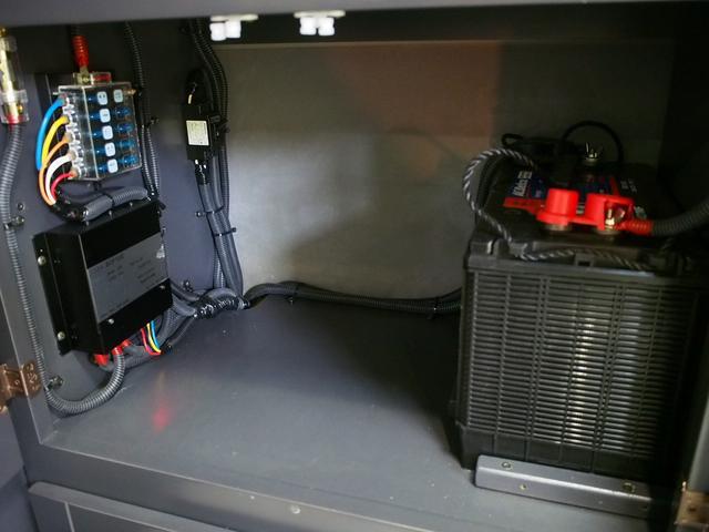 東和モータース ツェルト 4WD 冷蔵庫 サブバッテリー(14枚目)