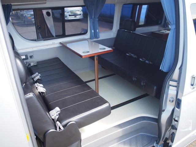オリジナルキャンパー 4WD FFヒーター ステンレスシンク シャワー 給排水ポリタンク各12L 外部充電器 サブバッテリー 電圧計  純正SDナビ Bカメラ ETC コーナーセンサー フォグランプ(5枚目)