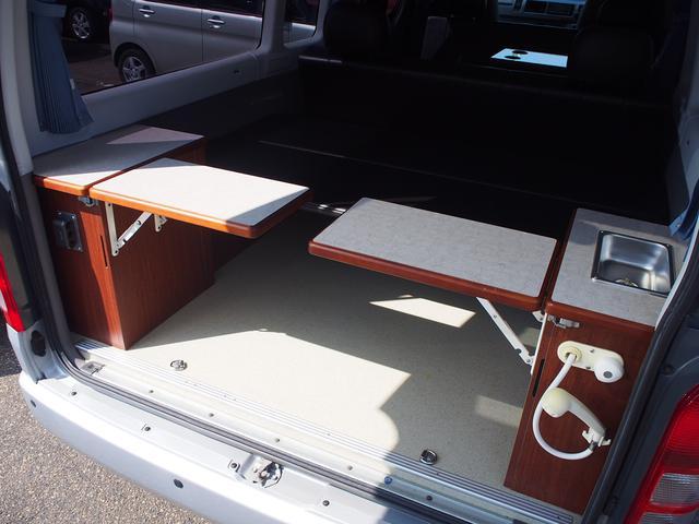オリジナルキャンパー 4WD FFヒーター ステンレスシンク シャワー 給排水ポリタンク各12L 外部充電器 サブバッテリー 電圧計  純正SDナビ Bカメラ ETC コーナーセンサー フォグランプ(9枚目)