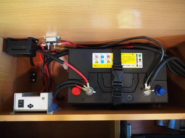トイファクトリー トイズボックス 4WD シャワー付きシンク サブバッテリー 走行充電 後席モニター 外部電源 FASPシート 2段ベッド ナビ切り替えスイッチ 社外SDナビ 地デジ Bモニター(12枚目)