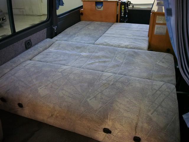 ダイネットスペースもベッド展開可能です! 寸法180cm×110cm