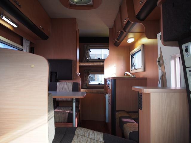 ナッツRV クレソンボヤージュW 4WD FFヒーター 冷蔵庫 ツインサブバッテリー 外部充電器 走行充電 マックスファン シャワーフォーセット付きシンク 給排水ポリタンク各20L Bカメラ ETC(2枚目)