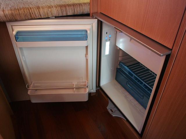 ナッツRV クレソンボヤージュW 4WD FFヒーター 冷蔵庫 ツインサブバッテリー 外部充電器 走行充電 マックスファン シャワーフォーセット付きシンク 給排水ポリタンク各20L Bカメラ ETC(12枚目)