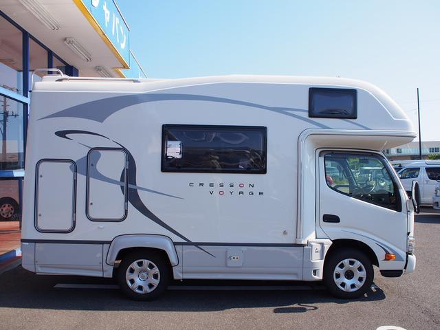 ナッツRV クレソンボヤージュW 4WD FFヒーター 冷蔵庫 ツインサブバッテリー 外部充電器 走行充電 マックスファン シャワーフォーセット付きシンク 給排水ポリタンク各20L Bカメラ ETC(23枚目)