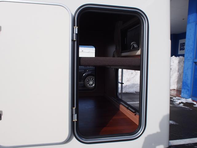 ナッツRV クレソンボヤージュW 4WD FFヒーター 冷蔵庫 ツインサブバッテリー 外部充電器 走行充電 マックスファン シャワーフォーセット付きシンク 給排水ポリタンク各20L Bカメラ ETC(25枚目)