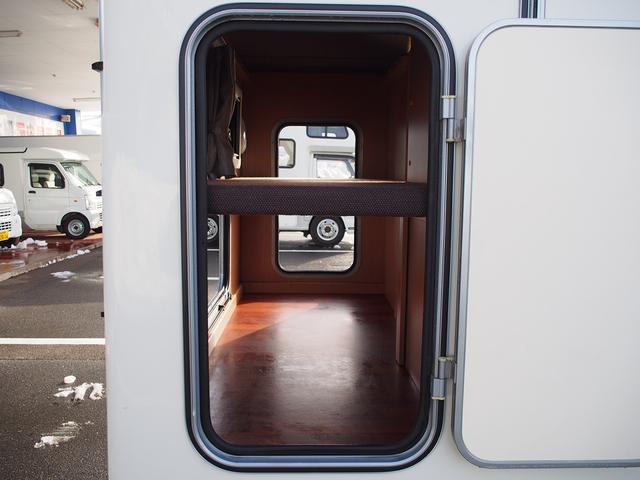 ナッツRV クレソンボヤージュW 4WD FFヒーター 冷蔵庫 ツインサブバッテリー 外部充電器 走行充電 マックスファン シャワーフォーセット付きシンク 給排水ポリタンク各20L Bカメラ ETC(27枚目)