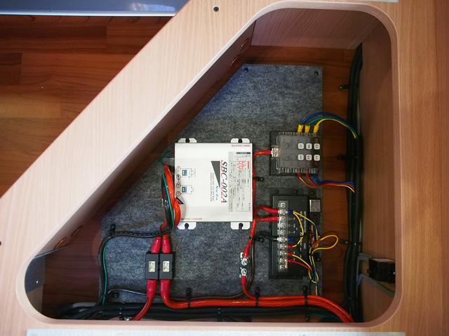 ナッツRV クレソンボヤージュW 4WD FFヒーター 冷蔵庫 ツインサブバッテリー 外部充電器 走行充電 マックスファン シャワーフォーセット付きシンク 給排水ポリタンク各20L Bカメラ ETC(40枚目)