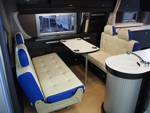 トイファクトリー バーデングランデ 4WD シャワーフォーセット付きシンク 給排水ポリタンク各13L ツインサブバッテリー 外部充電 エアロソーラー FFヒーター 冷蔵庫 1500Wインバーター(4枚目)
